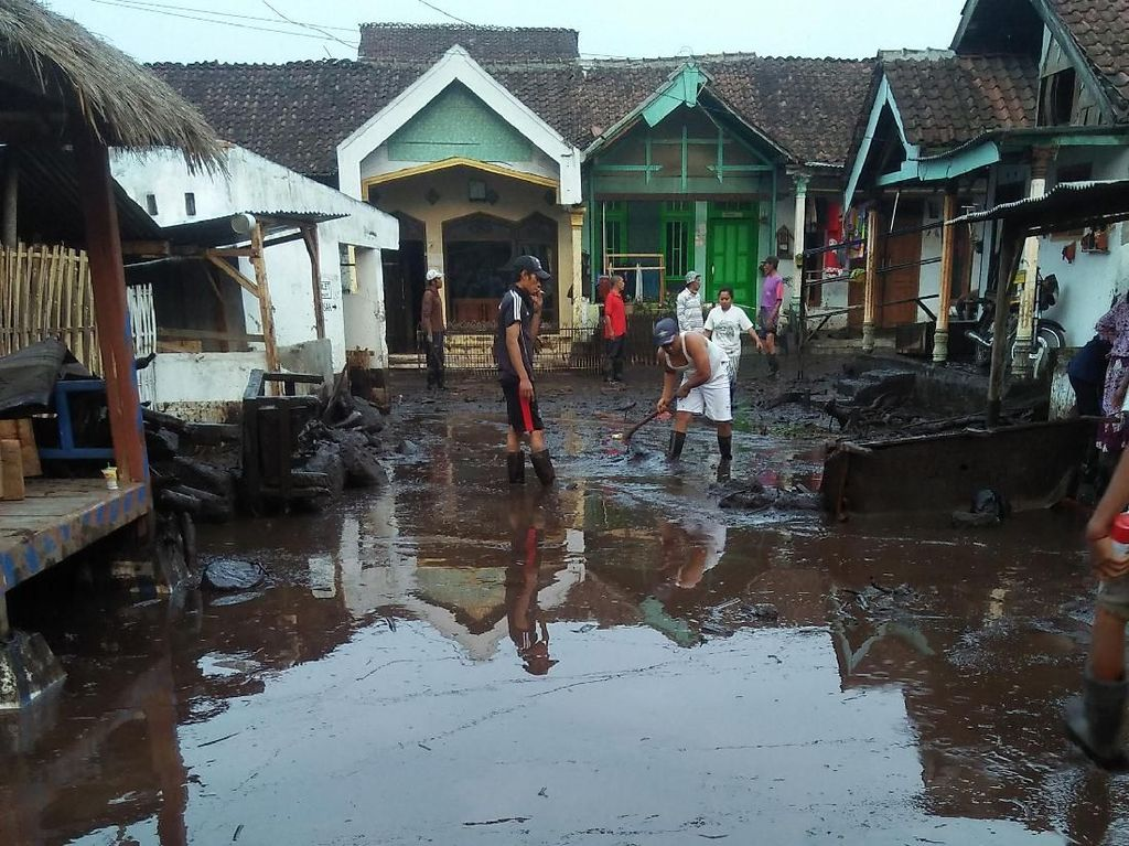 Seputar Banjir Bandang Bondowoso, Ratusan Rumah Terendam Lumpur