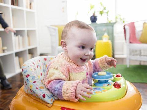 Daftar Mainan Bayi 6-12 Bulan untuk Optimalkan Tumbuh Kembangnya
