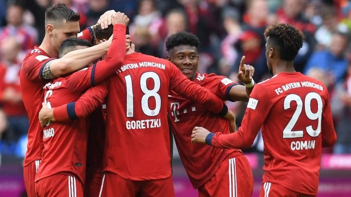 Bayern Munichs midfielder Leon Goretzka (2ndR) is congratulated by teammates Niklas Suele, Thiago Alcantara, Jerome Boateng, David Alaba and Kingsley Coman after he scored the teams second goal during the German first division Bundesliga football match FC Bayern Munich v Hanover 96  in Munich, southern Germany on May 4, 2019. (Photo by Christof STACHE / AFP) / DFL REGULATIONS PROHIBIT ANY USE OF PHOTOGRAPHS AS IMAGE SEQUENCES AND/OR QUASI-VIDEO
