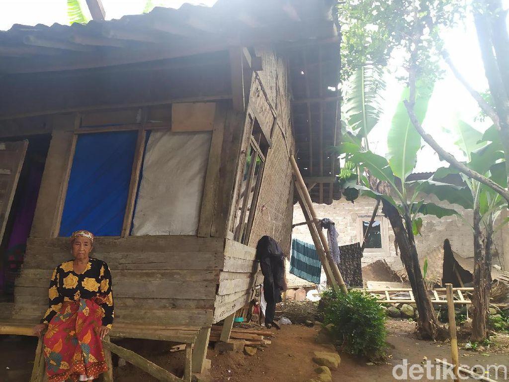 Memprihatinkan, Nenek di Cianjur Tinggal di Rumah yang Hampir Ambruk