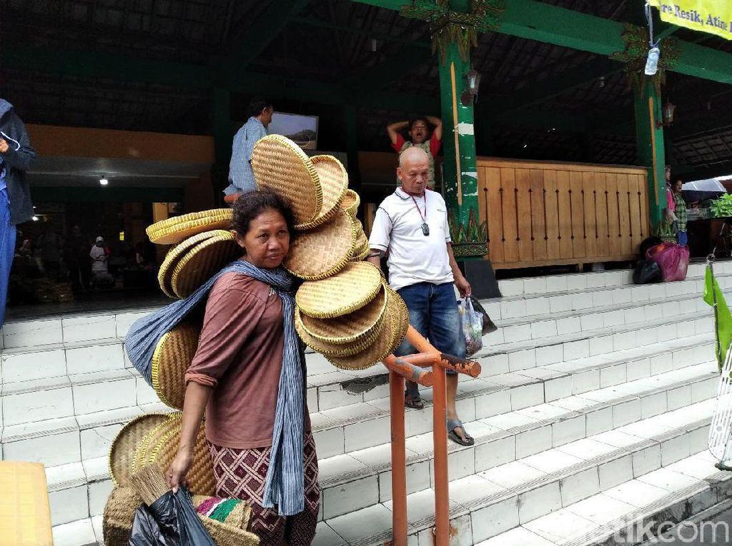 Menyapa Parinem, Satu dari 250 Buruh Gendong Pasar Beringharjo Yogya