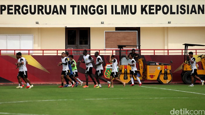 Bhayangkara FC gelar latihan guna sambut kompetisi Liga 1 2020. Sejumlah pemain baru pun turut perkuat skuat The Guardian, salah satunya Andik Vermansyah.