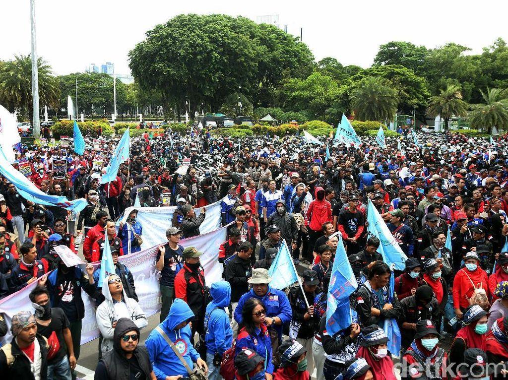 1.200 Massa Buruh-Mahasiswa Demo Depan Istana, Ini Tuntutannya