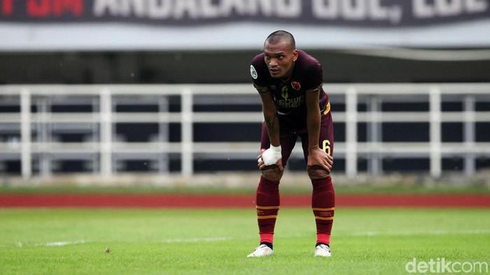Ferdinand Sinaga merupakan seorang pemain sepakbola asal Indonesia.