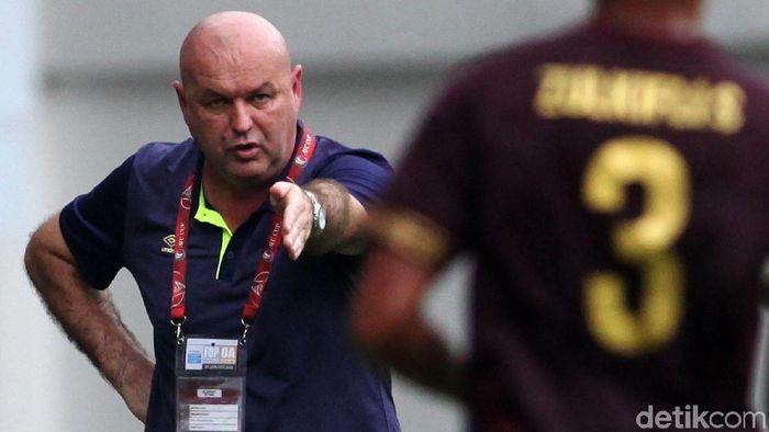 Bojan Hodak adalah mantan pemain sepakbola yang menjadi pelatih profesional asal Kroasia.