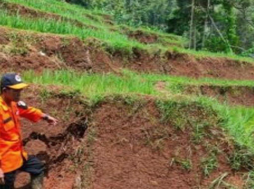 Pergerakan Tanah di Sumedang, Dua Rumah Retak dan 28 Jiwa Terancam