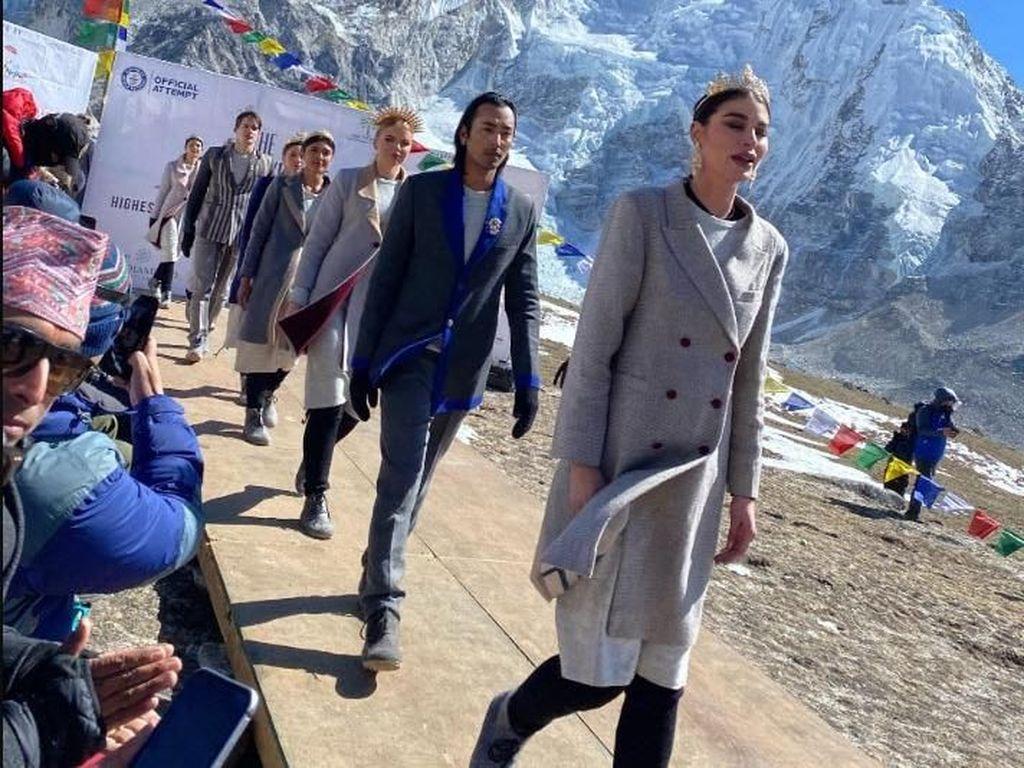 Ini Fashion Show Tertinggi di Dunia yang Cetak Rekor, Digelar di Himalaya