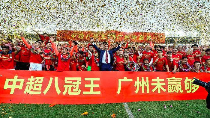 Guangzhou Evergrandes head coach Fabio Cannavaro (C), players and staff members celebrate after defeating Shanghai Shenhua to win the Chinese Super League (CSL) football championship in Guangzhou in Chinas southern Guangdong province on December 1, 2019. STR / AFP