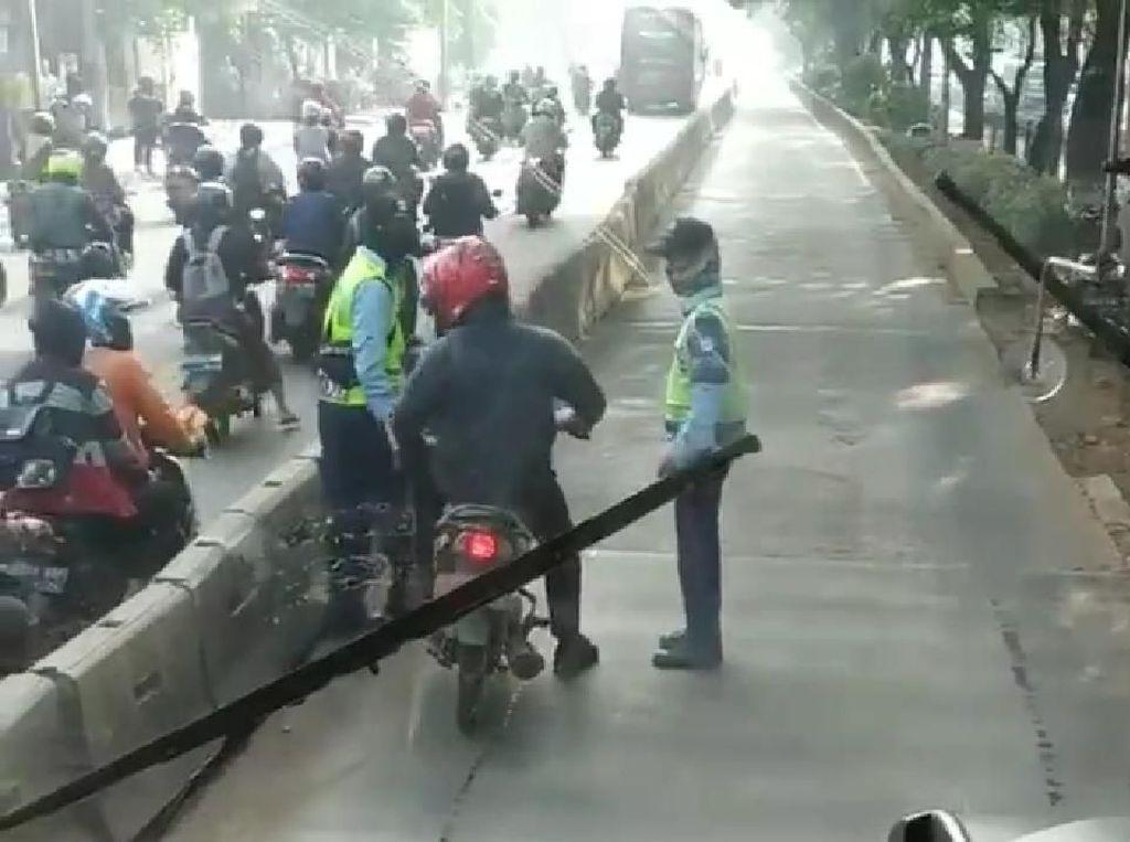 Pemotor Pelat Merah Ngamuk di Busway, Akhirnya Minta Maaf