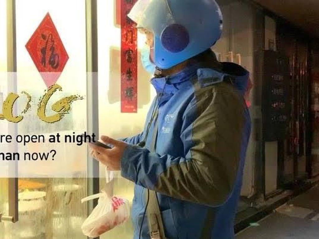 Pengantar Makanan Ini Tetap Bekerja Untuk Layani Warga Wuhan yang Terisolasi