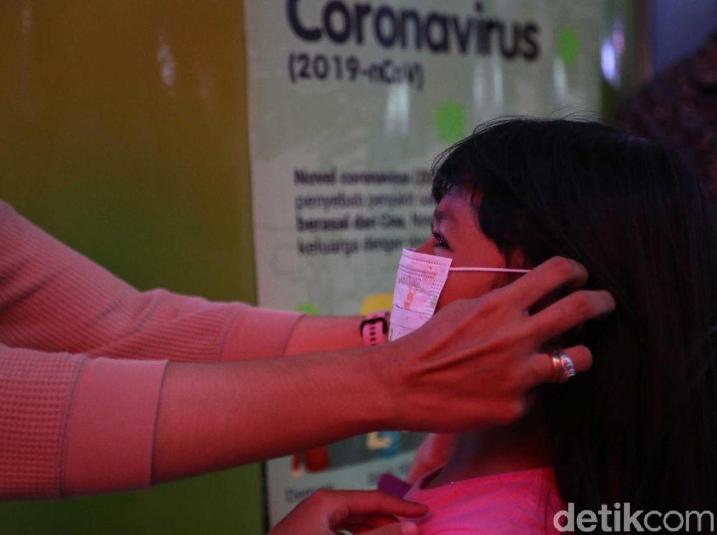 Bisakah Pasien Balita Menularkan Virus Corona ke Ibunya?