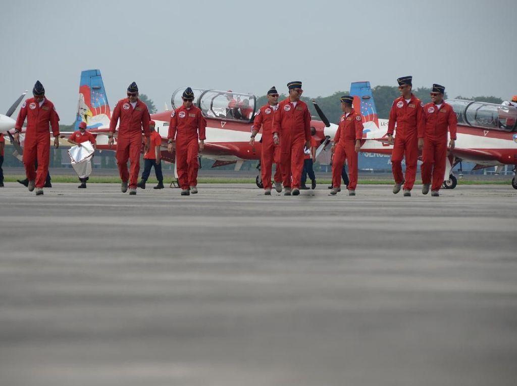 Siap Beraksi di Singapura, Tim Aerobatik Jupiter Pamerkan 15 Manuver