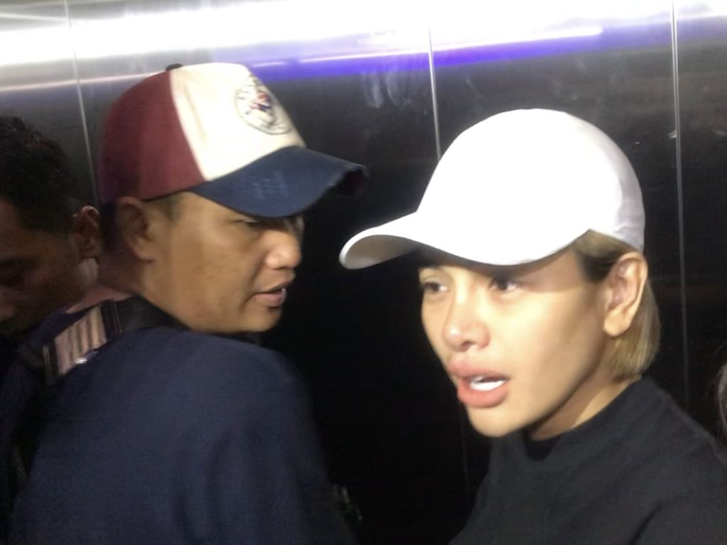 Ini Alasan Nikita Mirzani Ajak Arkana Ikut Bermalam di Polres
