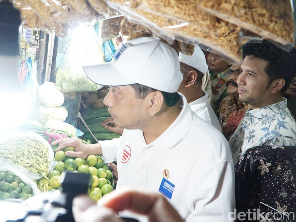 Sidak Pasar Wonokromo, Mendag Temui Harga Cabai dan Gula Naik