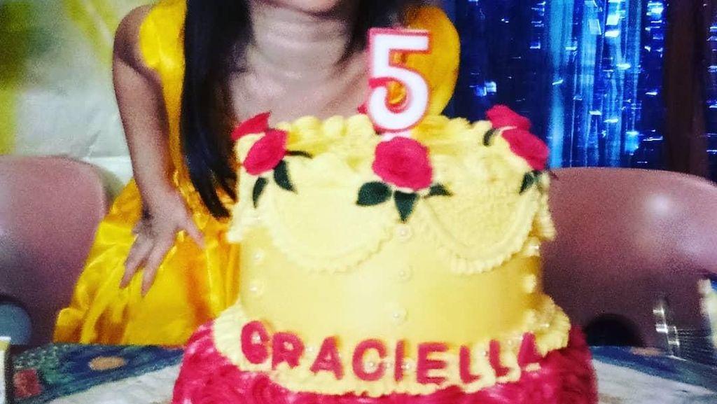 Imut! Ini Graciella Abigail, Aktris Miracle in Cell No.7 Saat Tiup Kue Ultah
