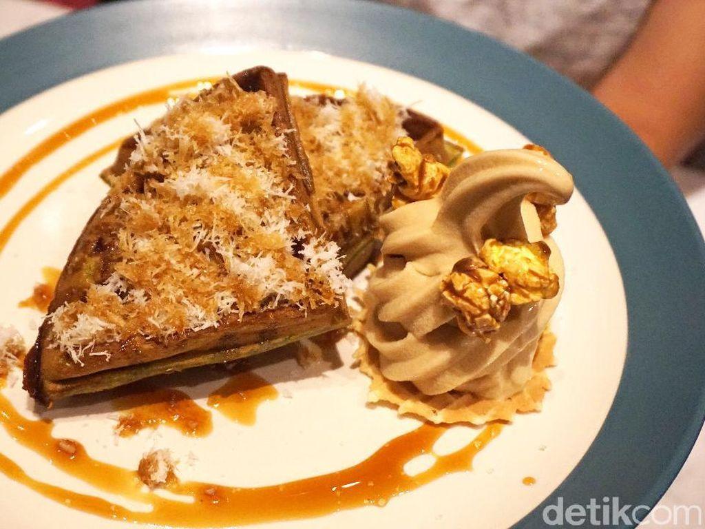 Hello Sunday: Santai Sore Ngemil Putu Waffle dengan Es Krim Teh Manis