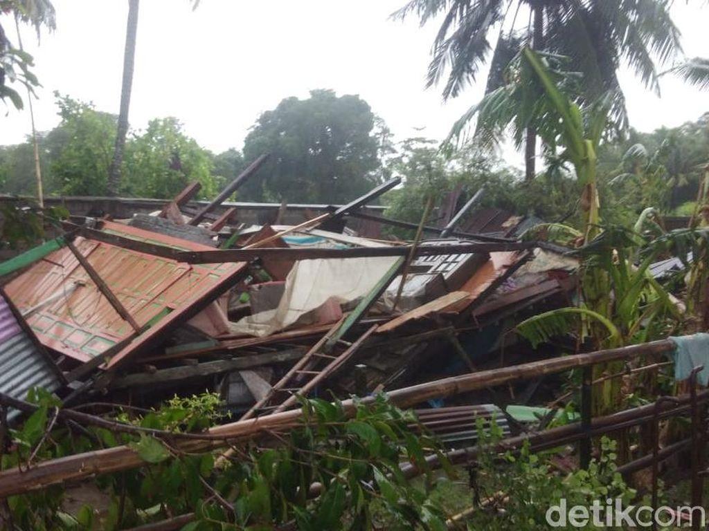 Barru Sulsel Diterjang Puting Beliung, Rumah Panggung Rata dengan Tanah