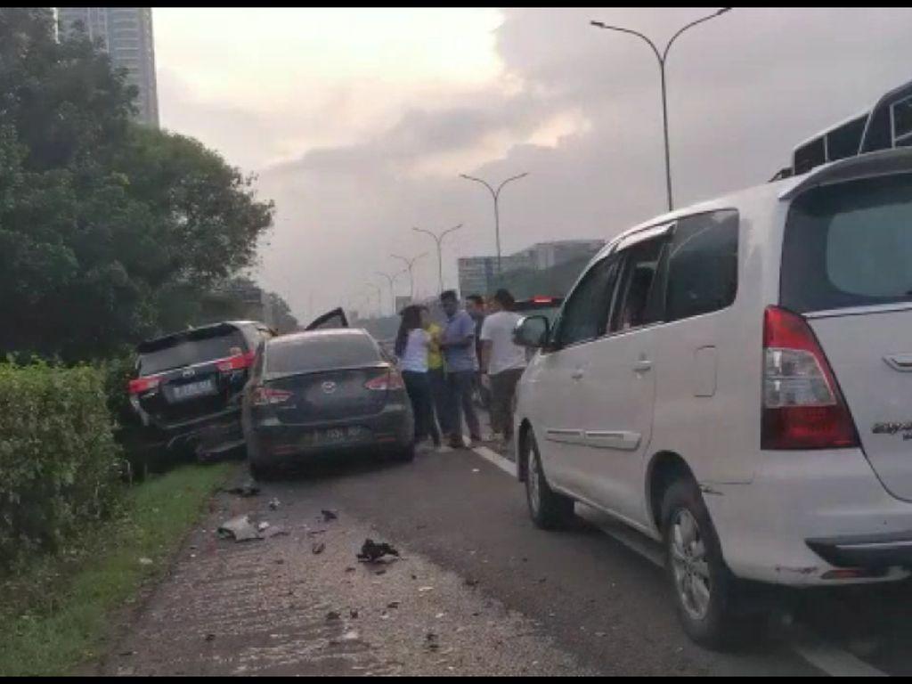 Viral Kecelakaan Beruntun di Tol Kebon Jeruk, Sopir Salah Injak Pedal Gas