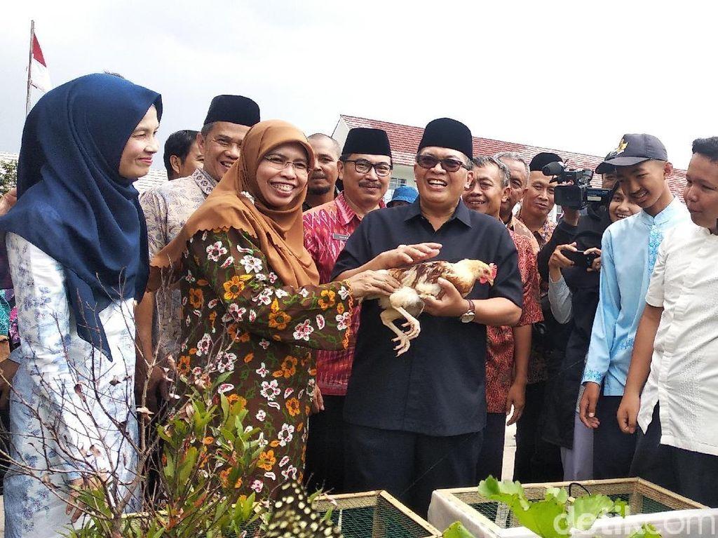 Wali Kota Bandung Sebut Anak-anak Bahagia dengan Program Chickenisasi