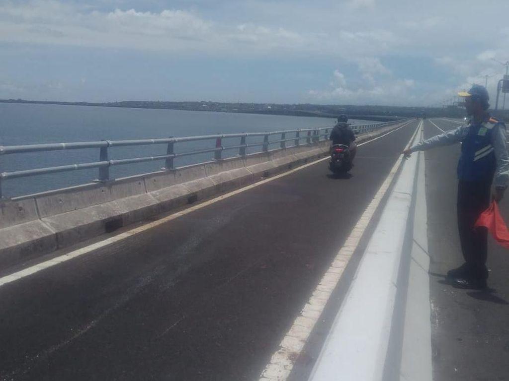 Tabrakan 2 Motor di Tol Bali Mandara, 1 Orang Tewas