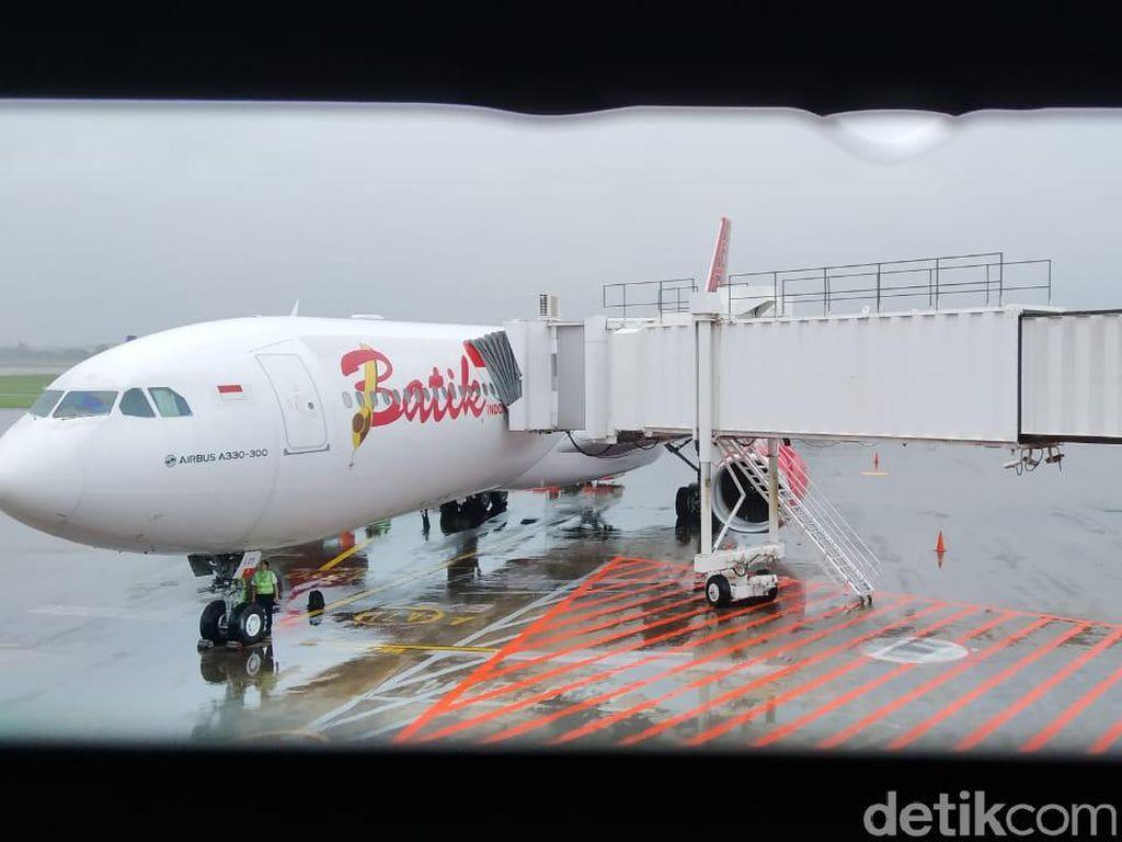 Persiapan Terbang ke RI, WNI di Wuhan Periksa Imigrasi-Check In Bagasi