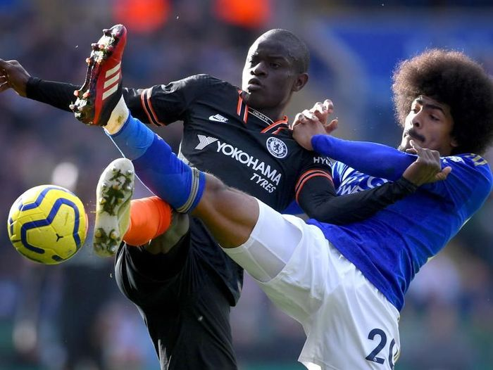 LEICESTER, ENGLAND - FEBRUARY 01: NGolo Kante of Chelsea battles for possession with Hamza Choudhury of Leicester City during the Premier League match between Leicester City and Chelsea FC at The King Power Stadium on February 01, 2020 in Leicester, United Kingdom. (Photo by Laurence Griffiths/Getty Images)