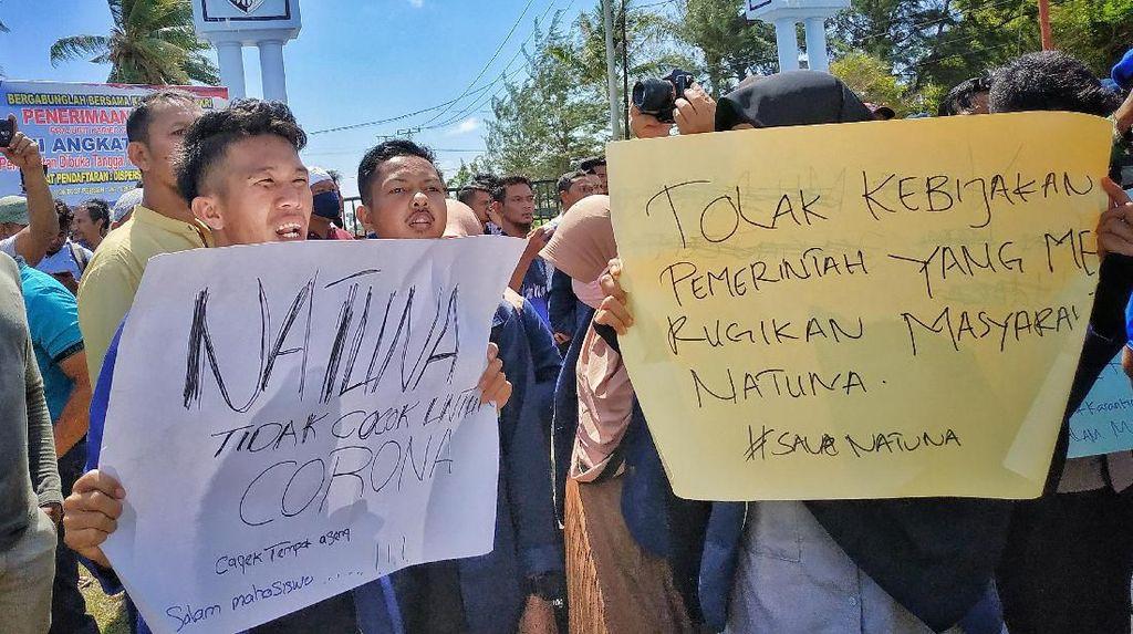 Aksi Unjuk Rasa Warga Natuna Tolak WNI dari Wuhan