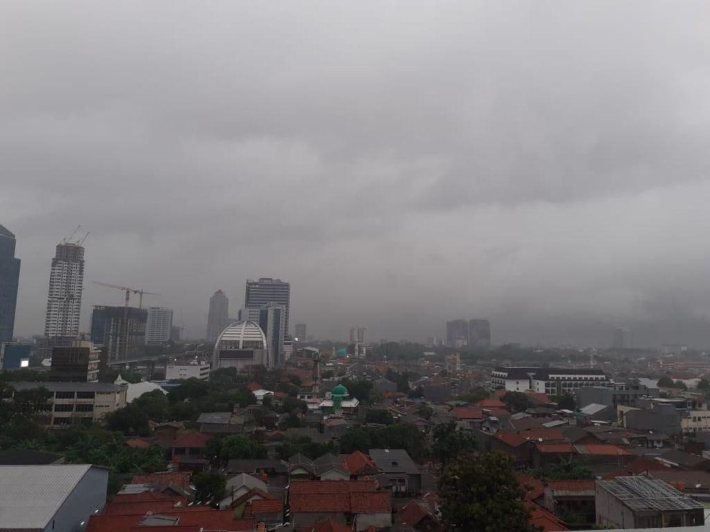 Jabodetabek Berpotensi Hujan Lebat Disertai Petir Hari Ini
