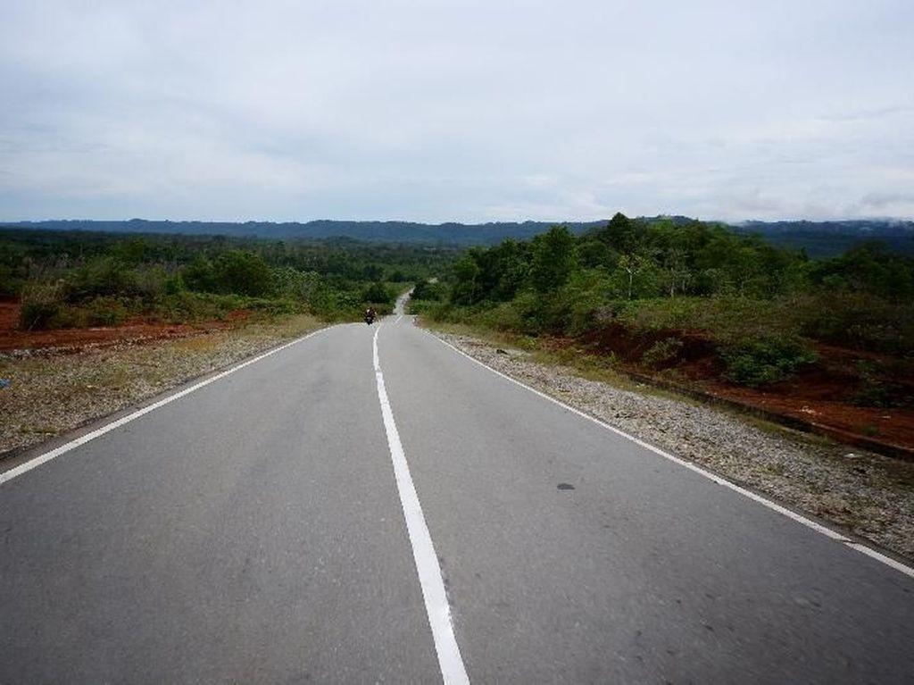 Jalan Mulus di Perbatasan Utara Indonesia, Bangga!