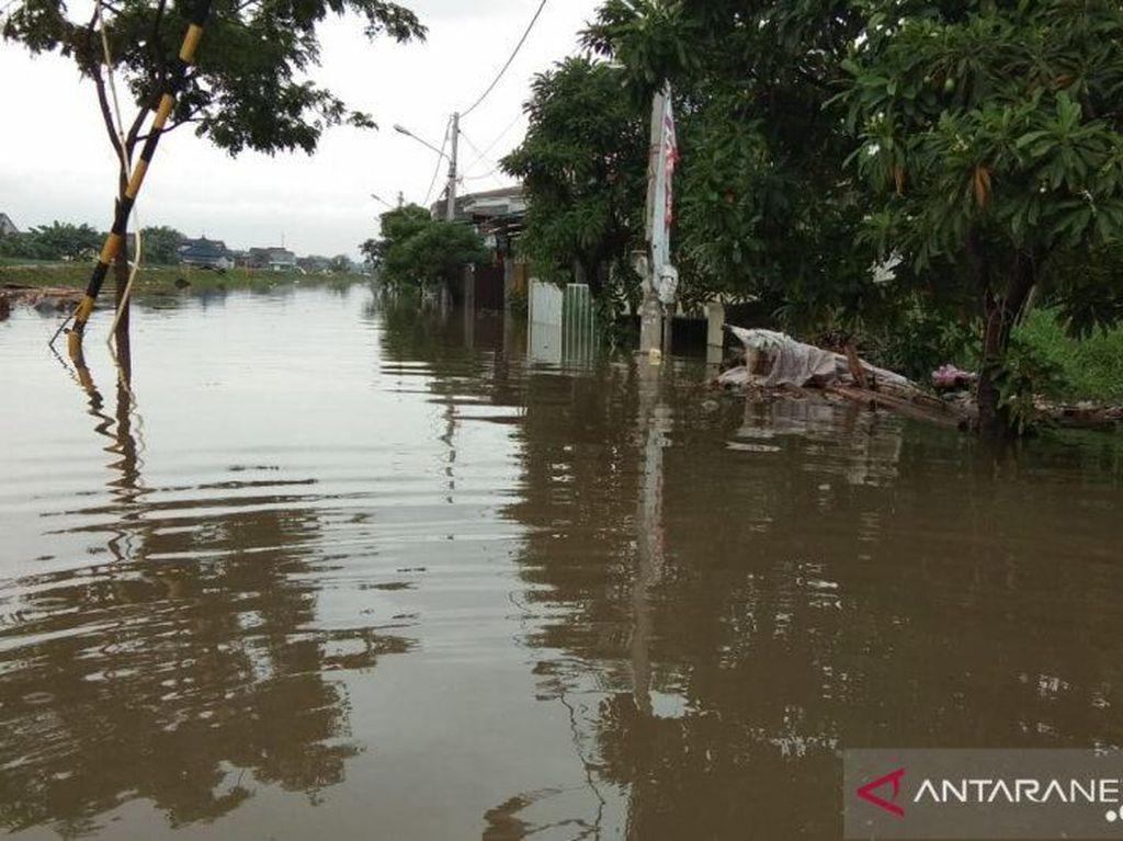 Banjir 1 Meter di Periuk Tangerang Belum Surut