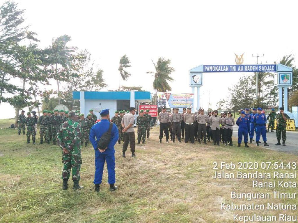 Korpolairud Baharkam Bantu Amankan Evakuasi WNI dari Wuhan di Natuna
