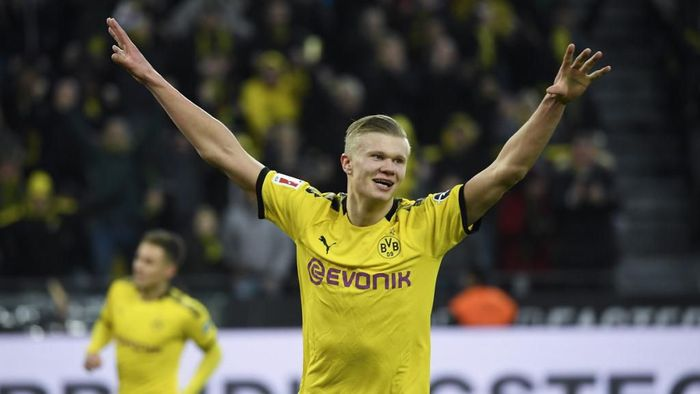 Dortmunds Norwegian forward Erling Braut Haaland celebrates after scoring during the German first division Bundesliga football match Borussia Dortmund vs FC Union Berlin in Dortmund on February 1, 2020. (Photo by INA FASSBENDER / AFP) / RESTRICTIONS: DFL REGULATIONS PROHIBIT ANY USE OF PHOTOGRAPHS AS IMAGE SEQUENCES AND/OR QUASI-VIDEO