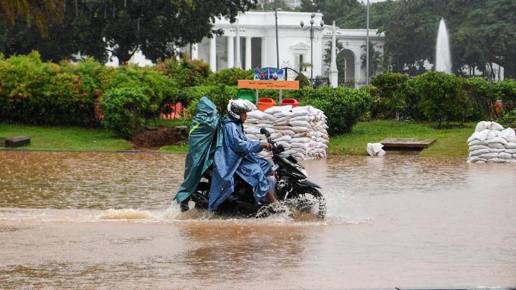 Depan Istana dan Monas juga Terendam Banjir Tadi Pagi