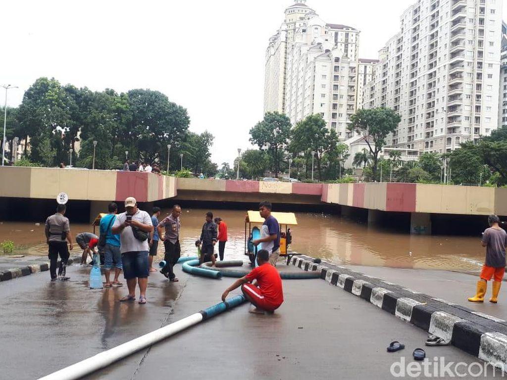 Underpass Kemayoran Banjir, Ketinggian Air Capai 4 Meter