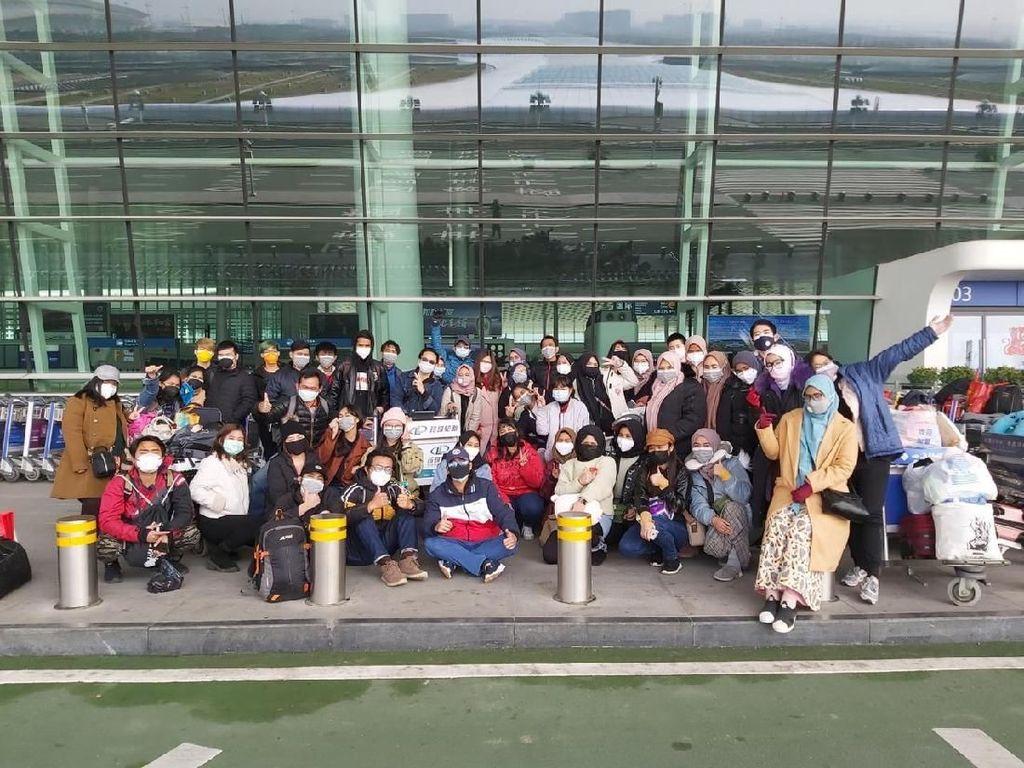 Potret Kebahagiaan WNI yang Dievakuasi dari Wuhan
