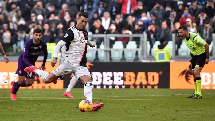 TURIN, ITALY - FEBRUARY 02: Cristiano Ronaldo of Juventus scores a penalty during the Serie A match between Juventus and  ACF Fiorentina at Allianz Stadium on February 02, 2020 in Turin, Italy. (Photo by Tullio M. Puglia/Getty Images)