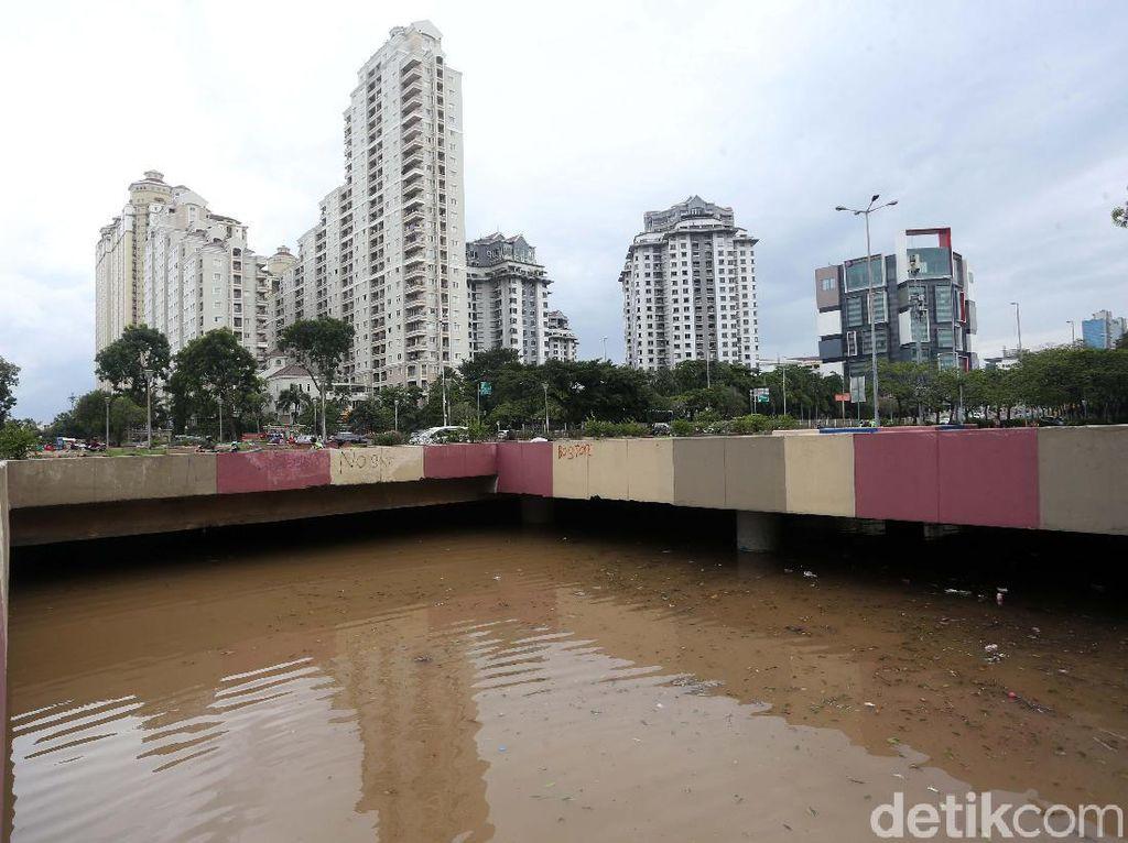 Bandelnya Banjir di Kolong Kemayoran