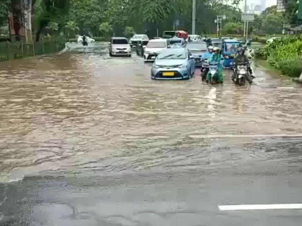 Kali Pesanggrahan Meluap, 5 RW di Kembangan Jakbar Terendam Banjir Senin Malam