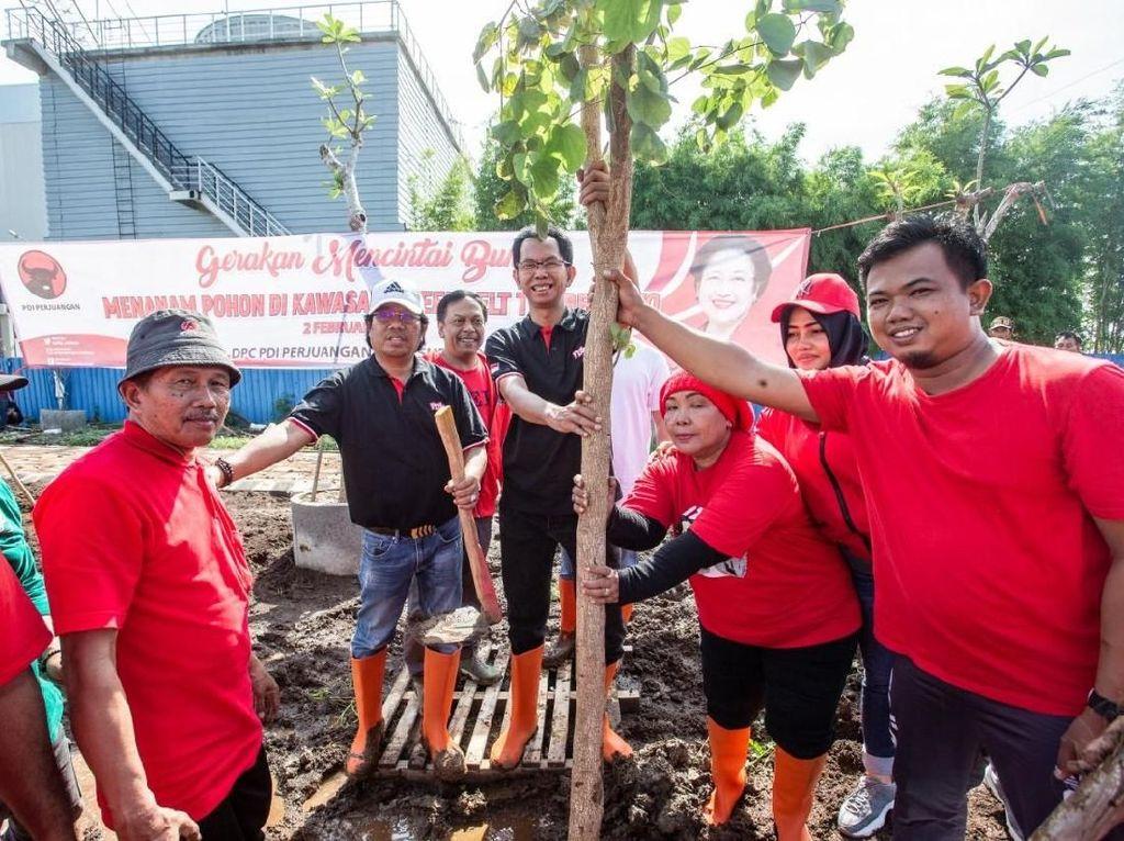 Tanam Pohon untuk Penghijauan, PDIP Surabaya: Politik Tak Selalu Kekuasaan