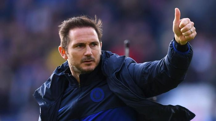 LEICESTER, ENGLAND - FEBRUARY 01: Frank Lampard, Manager of Chelsea acknowledges the fans after the Premier League match between Leicester City and Chelsea FC at The King Power Stadium on February 01, 2020 in Leicester, United Kingdom. (Photo by Laurence Griffiths/Getty Images)