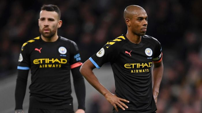 LONDON, ENGLAND - FEBRUARY 02: Fernandinho and Nicolas Otamendi of Manchester City show their disappointment during the Premier League match between Tottenham Hotspur and Manchester City at Tottenham Hotspur Stadium on February 02, 2020 in London, United Kingdom. (Photo by Laurence Griffiths/Getty Images)