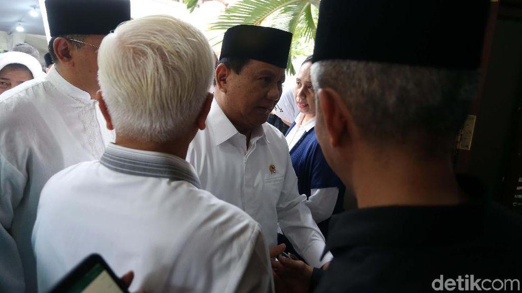 Prabowo dan Deretan Tokoh yang Melayat Gus Sholah