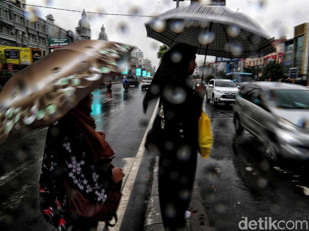 BMKG: Waspada Potensi Hujan di Jaksel-Jaktim Siang dan Sore Hari