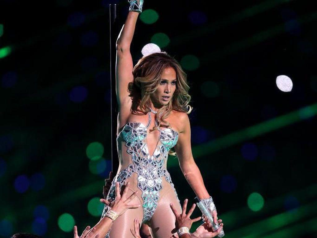 Lampaui Kim Kardashian, Jennifer Lopez Aktris Paling Menawan di Atas 40 Tahun