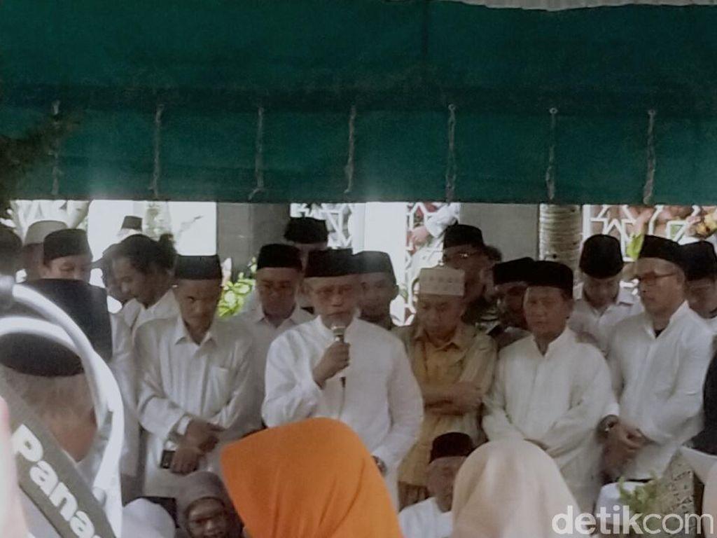 Kenangan Terakhir Ketum PP Muhammadiyah dengan Gus Sholah