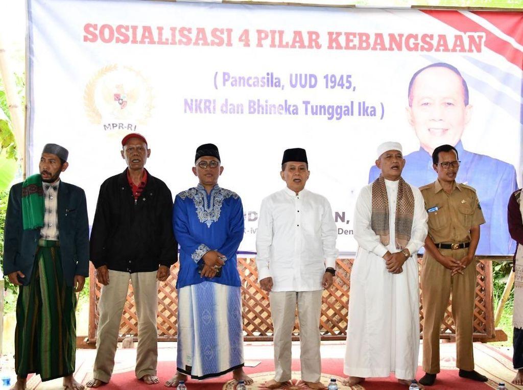 Depan Santri, Pimpinan MPR: Ajaran Islam Sejalan dengan Pancasila