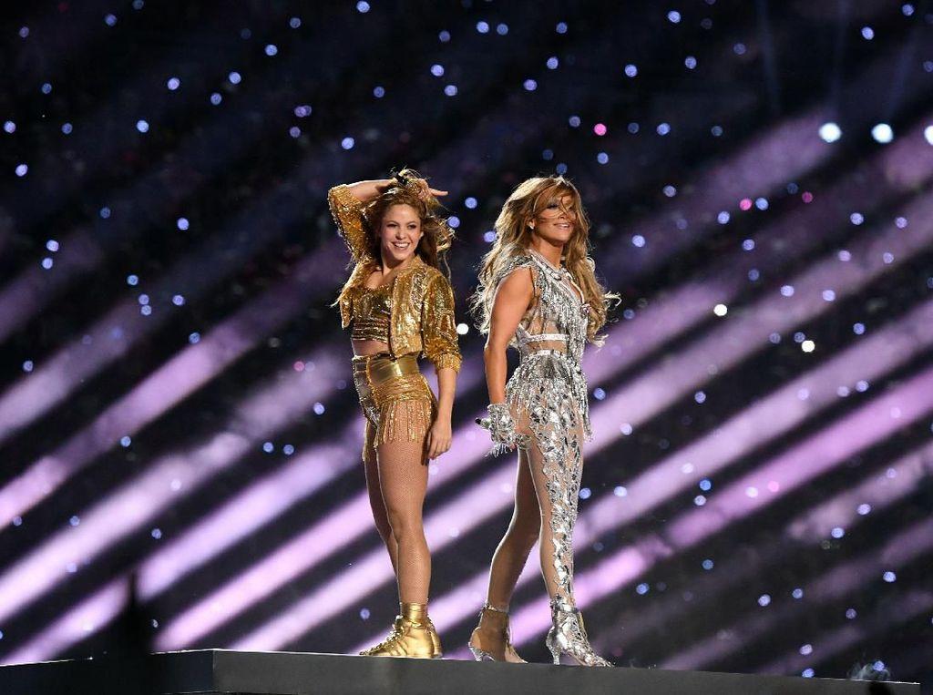 Reuni! Spektakulernya Shakira dan Jennifer Lopez Gebrak Super Bowl 2020