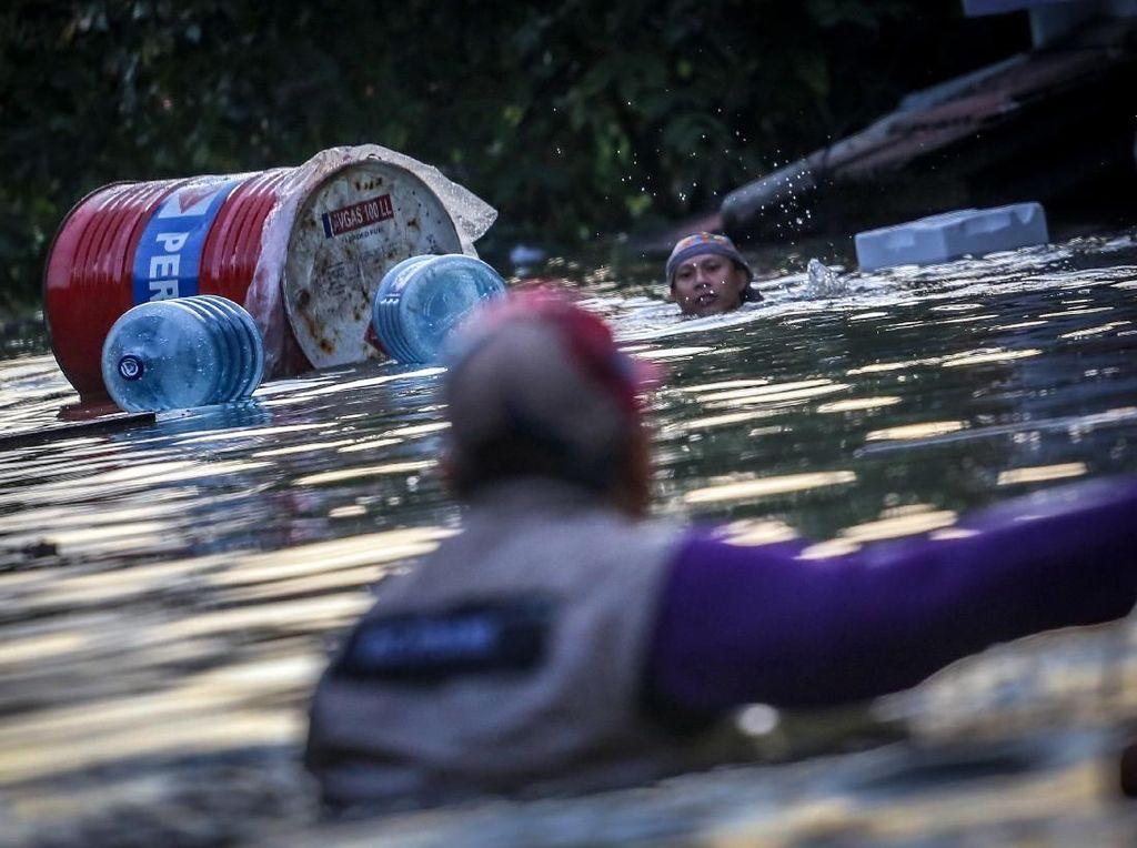 Potret Banjir Setinggi 2 Meter di Periuk Tangerang