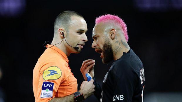 Kartu Kuning buat Trik Pelangi Neymar si Rambut Pink