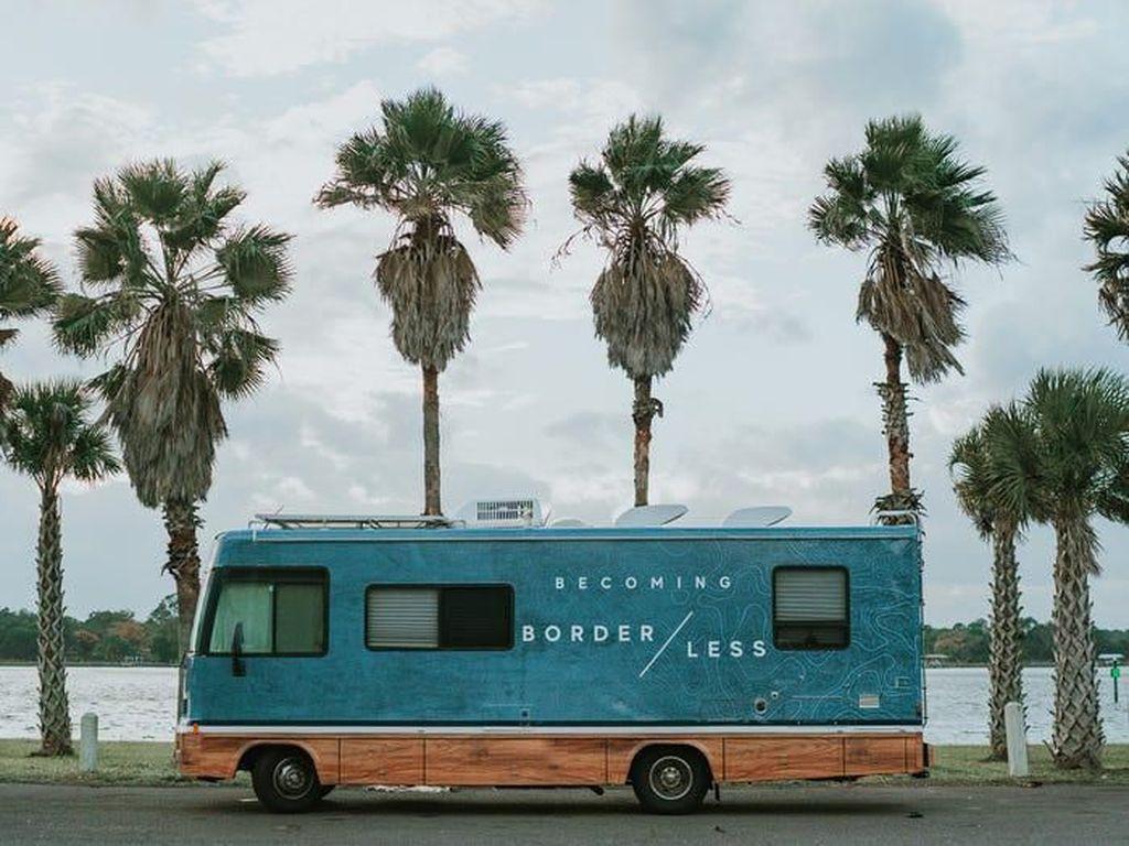 Pasangan Ini Pilih RV Jadi Tempat Tinggal, Rumah Dijual